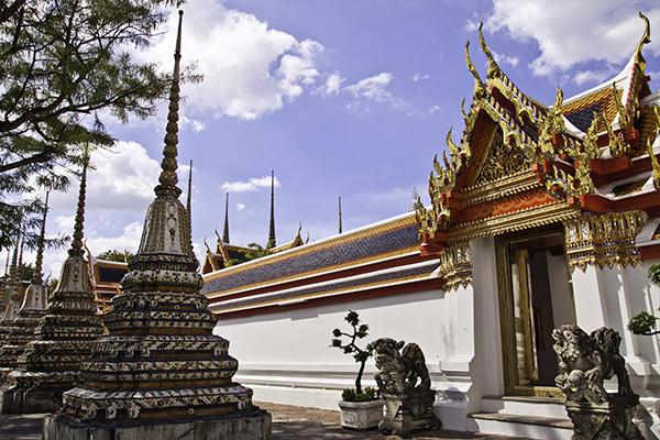 Phra Chetuphon Vimolmangklararm Rajwaramahaviharn Wat