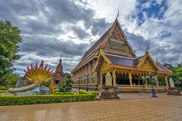 Wat Nimit Vipassana, Loei, a large, peaceful interior.